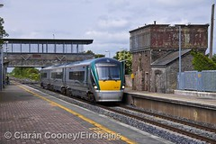 ICR 22321 pauses at Sallins station (Eiretrains) Tags: irish train watertower railway railcar passenger railways irishrail dmu iarnródéireann 22000class intercityrailcar sallinsstation
