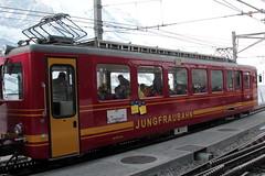 Triebwagen BDhe 2/4 209 der Jungfraubahn JB ( Zahnradbahn 1000mm - Zahnradtriebwagen => Baujahr 1964 => Hersteller SLM Nr. 4483 ) auf dem Bahnhof Kleine Scheidegg im Berner Oberland im Kanton Bern der Schweiz (chrchr_75) Tags: train de tren schweiz switzerland suisse swiss eisenbahn railway zug april locomotive cogwheel christoph svizzera bahn zahnrad treno schweizer berner chemin centralstation fer locomotora tog crmaillre juna lokomotive lok berneroberland ferrovia oberland bergbahn cremallera spoorweg suissa 2015 zahnradbahn locomotiva lokomotiv ferroviaria  locomotief jungfraubahn chrigu  rautatie  mountaintrain bahnen zoug trainen kantonbern  chrchr hurni chrchr75 chriguhurni albumbahnenderschweiz chriguhurnibluemailch albumbahnenderschweiz201516 albumzzz201504april