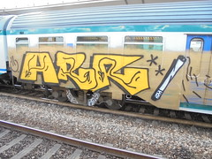 754 (en-ri) Tags: train writing torino graffiti giallo arr nero marrone sigaretta