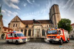 BF Braunschweig - Burgplatz (HDR-Einsatzfahrzeuge) Tags: bs dom bf hdr braunschweig hdri lwe burgplatz berufsfeuerwehr hdreinsatzfahrzeuge