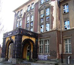 Abandoned Hospital in Berlin (r.schoetzau) Tags: berlin hospital germany deutschland eingang entrance portal krankenhaus neuklln