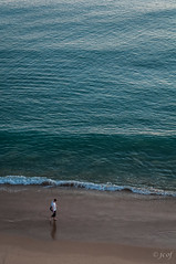Reflexin (3). (jcof) Tags: men beach portugal mar playa paseo algarve reflexion albufeira ola hombres atlantico