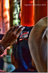 Foto (ironde) Tags: red hat japan rojo jon asia foto photographer hand mano sombrero shinto  torii jinja fotografo sinto japn shintoism  errazkin pfoto sintoismo nikond7000 ironde