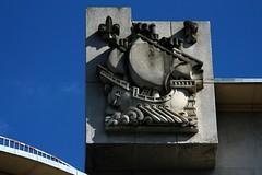 Coat of Arms of Boulogne-Billancourt (Sokleine) Tags: blue sculpture france architecture thirties coatofarms modernism bleu iledefrance symbole boulognebillancourt blason annes30 hautsdeseine hraldique 92100 annexemairie