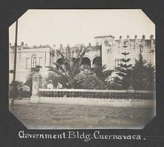 Anglų lietuvių žodynas. Žodis government reiškia n 1) vyriausybė; 2) valdymo forma; 3) valdyba lietuviškai.