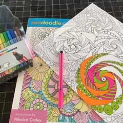 Inget internet och allt står stilla, men då får kreativiteten jobba! #zendoodle #coloring #stabilo #mindfullness (ulricalyhnakis) Tags: square squareformat iphoneography instagramapp uploaded:by=instagram