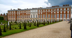 Hampton Court Palace (tame_alien) Tags: uk england flower building architecture garden hamptoncourtpalace unitedkindom eastmolesey