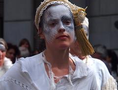Zinneke Parade - 5 - La superbe (_ Adle _) Tags: portrait costume femme bruxelles parade turban rue blanc maquillage regard zinneke 2016 dentelles zinnode canhova