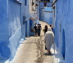 Chefchaouen. Una calle.Marruecos. (lameato feliz) Tags: color azul calle chefchaouen marruecos