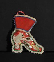 Iroquois Beaded Whimsy Boot (Teyacapan) Tags: vintage shoe souvenirs beads squirrels indian nativeamerican antiques beadwork iroquois pincushions whimsies