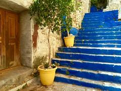 Symi - Les escaliers bleus (Docaron) Tags: grèce greece dodécanèse dodecaneseislands meregée egeansea symi σύμη δωδεκανήσου ελλάδα δωδεκάνησα ελληνικάνησιά escalier stairs bleu blue couleur colours colors dominiquecaron