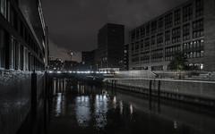 Dark City I (lars_uhlig) Tags: 2016 city deutschland germany hamburg stadt hafencity water fleet brooktorhafen nacht night brücke bridge kai lights lichter spiegelung