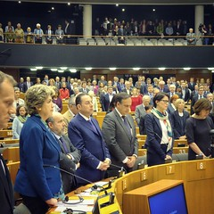 A minute of silence to honour the victims of the Germanwings air crash on 24 March (European Parliament) Tags: brussels europa europe european belgium political union eu bruxelles parliament na leader session parlament parlement ep citizens select parlamento plenary europen 2015 euroepan europeu parlamentul parlamentet europas europeo europos euroopan europisches europejski parlamentas parlaments eurpai parlamentti parlamente euroopaparlament eurostudio ewropeweuropees europsk parlamentil parlaimintn aheorpa vropski parlaimint heorpa