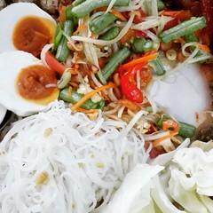 """Thaiiptv  """"รายการตามตะวัน""""  พาท่านชิม """"สุดยอดความอร่อย"""" """"ไส้อั่ววุ้นเส้นนพรัตน์""""  OTOP  5 ดาว ระดับประเทศ ปี2551 ได้รับรางวัลรองชนะเลิศประกวดมหกรรม อาหารไทยใส่เกลือไอโอดีน ต้นตำหรับไส้อั่ววุ้นเส้นเจ้าแรกของประเทศไทย ส้มต้ม ชนะเลิศ ปีพ.ศ  2544  ใส่อั่วหมู"""