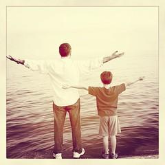 """Felicidades a todos aquellos hombres que hacen de guía de los que un día les cambiaron la percepción de la vida!!! """"Felicidades papa"""""""