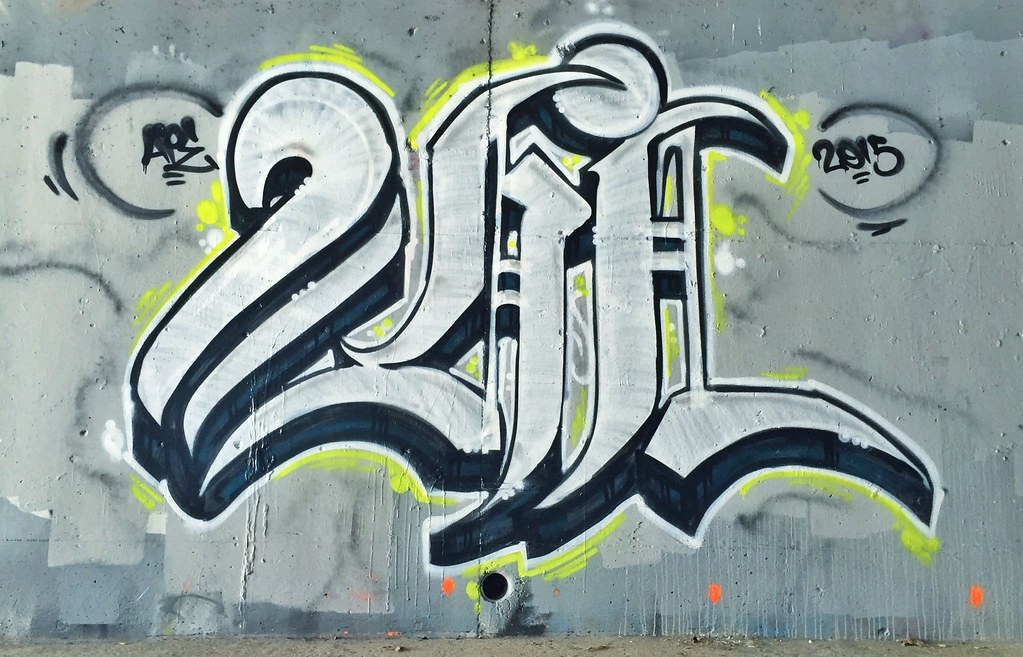 2HiGH (donttripas_) Tags: old english graffiti illegal bombing 2015 toohigh 2high 2hi
