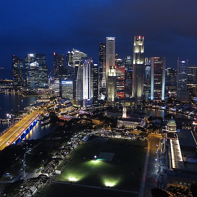 This is the beautiful & bustling city of Singapore. A prosperous first world ucountry surrounded by 3rd world nations in South East Asia • Today my family & I just want to show our appreciation to the late Mr Lee Kuan Yew, #Singapores first Prime Ministe