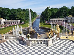 PETRODVORETZ - Russia (cannuccia) Tags: paesaggi landscape russia petrodvoretz fontane geometrie acqua gününeniyisi thebestofday virgiliocompany fabuleuse 100commentgroup giugno2017challengewinnercontest prospettive