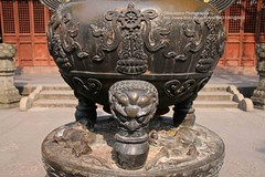 Shanghai, Longhua temple, incense burner, detail (blauepics) Tags: china city building architecture bronze temple shanghai stadt architektur gebude incense tempel bronce longhua rucherstbchen schanghai