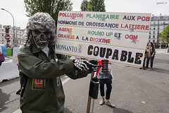 2016-05-21-Paris-MarchAgainstMonsanto-170-gaelic.fr_GLD8854+ copie (gaelic 69) Tags: street portrait urban food paris france ecology photography photo europa europe photographer photographie bees report protest streetphotography photojournalism seeds demonstration health pollution instant environment streetphoto agriculture mam gmo information gaelic alimentation abeilles manifestation agentorange reportage roundup environnement sante monsanto photographe bayer ogm 2016 pesticide ecologie instantane graine photojournalisme tafta dioxine faucheursvolontaires collectifcitoyen semance gaelicfr gaelic69 gaelicphotographe gaelicphotographer limagrain gaelicphoto gaelicphotographies marchagainstmonsanto dupontsyngenta marchemondialecontremonsanto convergencedesluttes engraineurs nottipcetaortppa