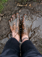 Autumn mud - Happy feet! (Barefoot Adventurer) Tags: autumn nature arch mud soil barefoot barefeet connected soles muddy barefooted barfuss barefooting callouses barefoothiking strongfeet barefooter baresoles leathersoles callousedsoles blacksoles livingleather muddysoles naturalsoles autumnsoles autumnbarefooting