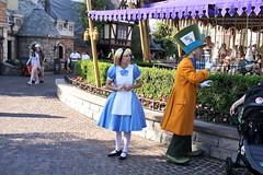 Alice and the Mad Hatter in Disneyland (GMLSKIS) Tags: disney california amusementpark anaheim disneyland alice madhatter