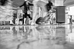 2016162 (ruggeroranzani_RR) Tags: people digital blackandwhite leicame voigtlanderultron28mmf2 venice movement ratseyeview