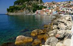 Parga (Costa Jnica) (alfonsocarlospalencia) Tags: costa azul de puerto agua playa colores grecia casas rocas belleza sueo paraso pescadores maravilla parga cristalina jnica epiro