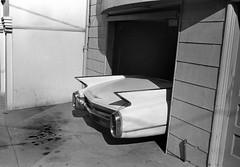 Richmond district 1984 (Dave Glass . foto) Tags: sanfrancisco garage cadillac 8thave fins garagedoor innerrichmond richmonddistrict oilstains 1960cadillac