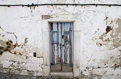Fachada de Terena (John LaMotte) Tags: fachada puerta porta portugal door deterioro decayed infinitexposure terena ilustrarportugal