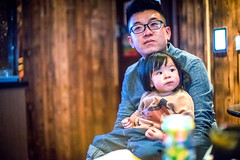 Father and Daughter (HIKARU Pan) Tags: china light portrait baby love asia chinese indoors fatheranddaughter zhejiang happyness 50l 1dx canonef50mmf12lusm jiaxingcity hainingcity eos1dx