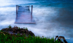 S'amuser avec un quai et les vagues qui l'agiter vigoureusement 2 de 10 (MichelGurin) Tags: ca  ontario canada nature water dock nikon eau exterior mai paysage extrieur quai on 2016 princeedward poselongue longexposurephotography nikon2470 michelgurin clubdesdix nikcollection googlenikcollection tousdroitsrservsallrightsreserved nikond750 lightoomcc