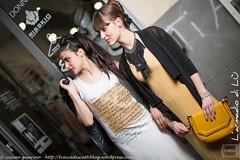 IMG_4641 (traccediscatti) Tags: moda persone giallo glam bianco stile nero notte sera pubblicit abiti ragazze vestiti modelle profili abbigliamento allaperto accessori acconciatura