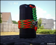 Checkered Headhunter Knot pic 1 (Stormdrane) Tags: paracord countycomm stormdrane schmuckatellico