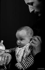 Mon Papa [In Explore 2016-06-19] (LACPIXEL) Tags: portrait blackandwhite baby love blancoynegro nikon flickr dad noiretblanc retrato amor father indoor amour papa fx padre bb nene intrieur pre elinchrom d4s nikonfrance lacpixel