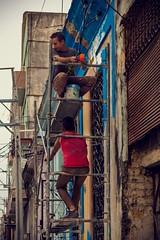 Centro Habana (Un par de peras) Tags: arquitectura cubanos lahabana lahavana centro habana centrohabana obra azul rojo calle airelibre autntico trabajar cuba cuban autenticacuba