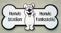 Schilder Und Hinweise (bunkertouren) Tags: signs schilder sign schild hund verkehrsschild hinweise hinweis knochen verkehrsschilder hinweistafel hundeknochen hundetankstelle