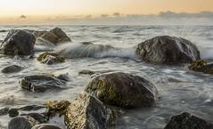 Brandung (rahe.johannes) Tags: schleswigholstein meer blk steine welle brandung sonnenuntergang baltic ostsee