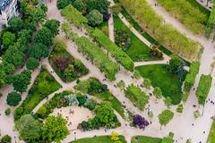 Vue d'en haut (LandAndNightscape) Tags: city people paris green garden jardin toureiffel champdemars arbre ville verdure