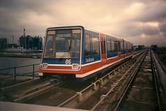 DLR 06 Canary Wharf 22011988 (Rossendalian2013) Tags: london canarywharf dlr docklandslightrailway lrv londonregionaltransport p86 linkehofmannbusche