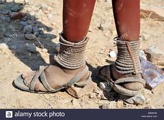 details-of-feet-himba-tribe-kaokoveld-kaokoland-namibia-EBD6YW (Matriux2011) Tags: feet barefoot himba barfuss dirtysoles talonesrajados descalzasextremas extremebarefoot piesanchos hellsoles