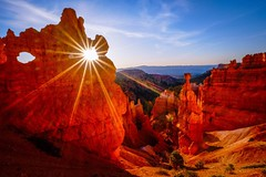 Sunrise on the Navajo Loop/Queen's Garden Trail, Bryce Canyon. (eikonologos.images) Tags: sunrise utah canyon bryce brycecanyon sunstar brycecanyonnationalpark queensgardentrail navajolooptrail myfujifilm