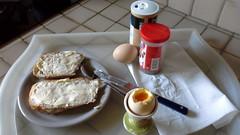 mon dner ... avec des vrais oeufs frais de poules qui courent dans un pr et mangent du mas ... (marycesyl,) Tags: food oeufs coque