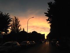 Un precioso atardecer de verano (Micheo) Tags: street sunset lights luces calle walk magic paseo verano summertime magia iphone