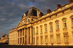 cole Militaire - Military School - Paris (RafalZych) Tags: city light sunset sun paris france building yellow architecture facade golden hall photo nikon bright outdoor border columns hour militaire cole pary francja d80
