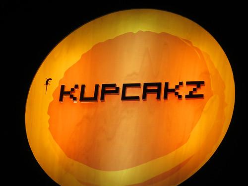 Gecko on Kupcakz Bakery street ad poster