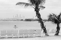 Relax  Eastman Week (magnus.joensson) Tags: blackandwhite beach monochrome zeiss 50mm dubai kodak uae 11 palm atlantis contax arabia handheld eastman cy rx planar xtol orangefilter doublex handrolled f17 5222 selfdevelop limitedsupply