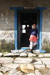 #nepal #lukla  #gotoschool #kids #himalayas #everestbasecamp (Franco Berar) Tags: nepal kids himalayas lukla everestbasecamp gotoschool