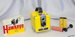 Brownie Hawkeye Flash N 1046 (donaldpoirier93@yahoo.fr) Tags: camera jaune kodak collection hawkeye kamera camra collector restauration appareilphoto collectionneur restaur collectiondappareilsphoto collectiondecameras n1046