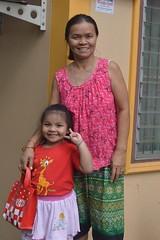 cute girl with grandmother (the foreign photographer - ) Tags: grandma cute girl sign portraits thailand nikon peace grandmother bangkok lard bang bua khlong bangkhen d3200 phrao